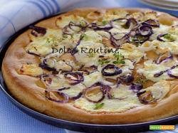 Pizza con Caprino e Cipollotti di Tropea
