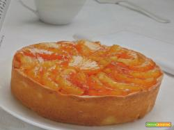 Torta farcita all'ananas con una ghiotta crema alla ricotta