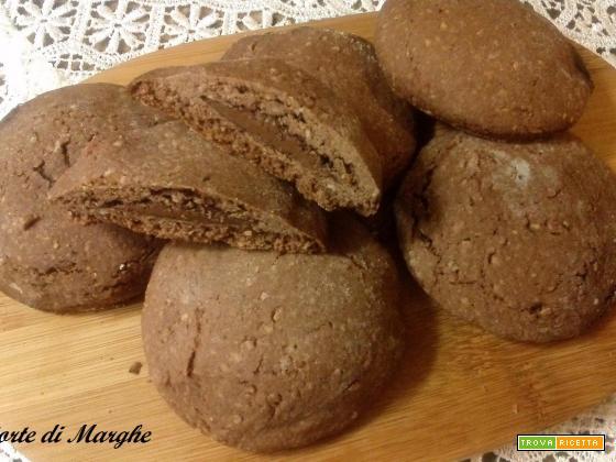 Biscotti al cacao ripieni di nutella....