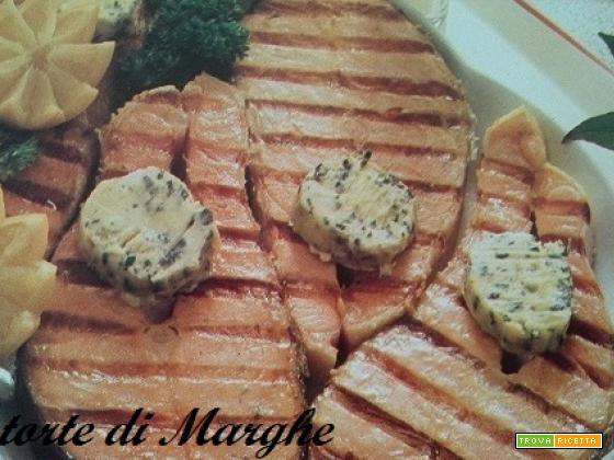 Filetti di salmone alla piastra con salsa