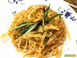 Pasta al pesto di pistacchi e rosmarino.