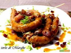 Spiedini di salsiccia con uva rossa.....