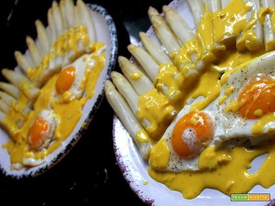 Asparagi bianchi & uova con salsa di zenzero e zafferano