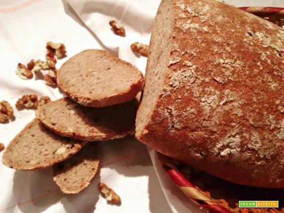 Pane integrale alle noci con lievito madre