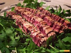 Tagliata di tonno in crosta di sesamo e aceto balsamico