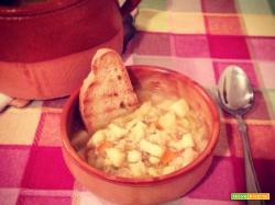 Zuppa di verza, patate e farro