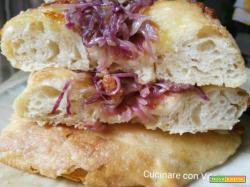 Barchette di pane alle cipolle e scamorza