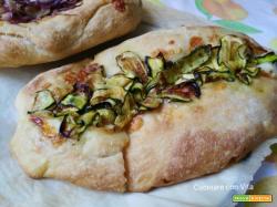 Barchette di pane con zucchine e formaggio