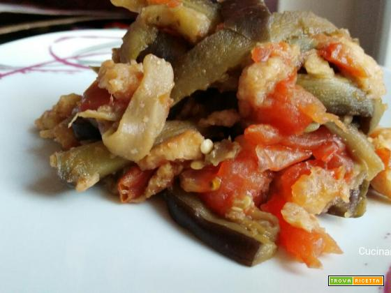 Melanzane con pane raffermo e pomodori