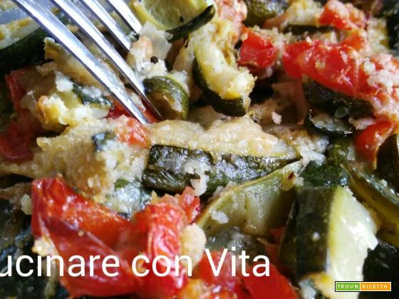 Zucchine con pomodori e mozzarella al gratin