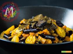 Penne di riso nero integrale con zucca gialla e tartufo