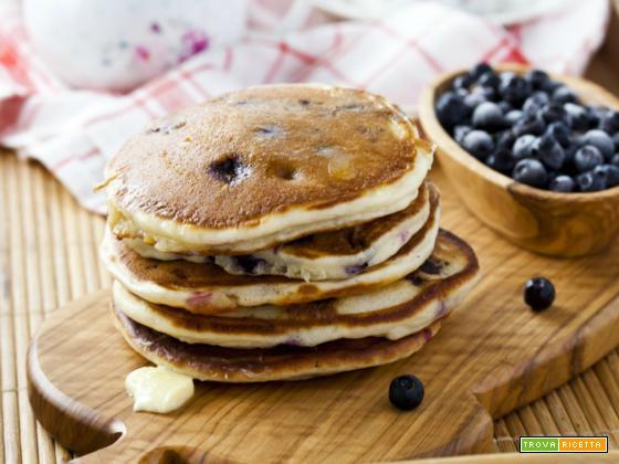 Pancake ai mirtilli e vaniglia con sciroppo mirtilloso
