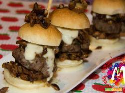 Mini burger di Chianina con porcini alla nepitella e fonduta leggera di Parmigiano