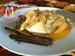 Biancomangiare alla vaniglia con salsa di diosperi ed alchechengi