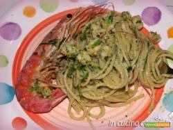 Spaghetti gamberoni e pesto di zucchine
