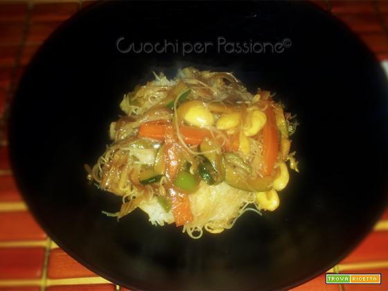 Spaghetti di Riso con Verdure e Mandorle