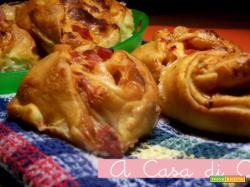 Girelle di pizza con provola e pancetta affumicata