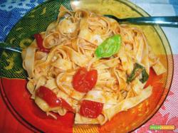 tagliatelle salsa di pomodorini e acciughe