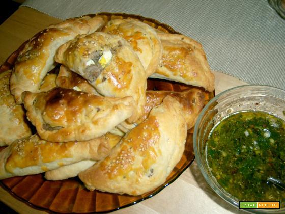 empanadas di carne e salsa chimichurri