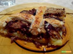 torta salata di melanzane, patate e carne macinata