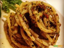Spaghettoni con pesto saporito e Franciacorta Pas Dosé