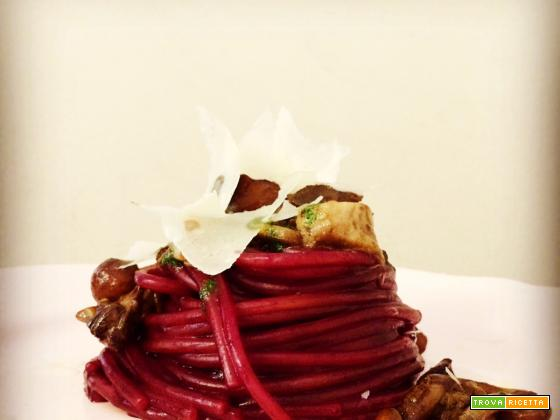 Spaghetti al Lambrusco con salsiccia e funghi