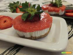 Mini cheesecake con gelatina di fragole