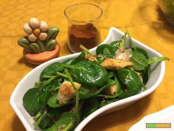 Insalata di spinacini, datteri e pane azzimo