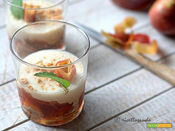 Dessert di marmellata di mele e budino alla vaniglia
