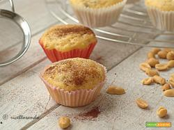 Muffins allo yogurt con arachidi e uvetta