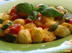 Gnocchi di ricotta con pomodorini e basilico