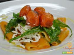 Paccheri con pomodoro fresco, rucola, ricotta e pomodorini confit