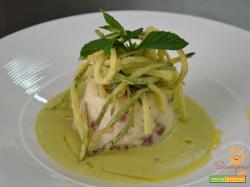Sformatino di risotto bianco e capocollo su vellutata di zucchine e menta e julienne di zucchine fritte