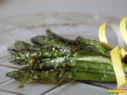 Asparagi con salsa di limone e uova