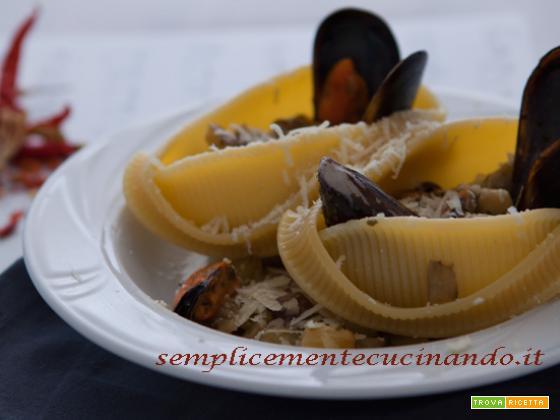 Caccavelle con melanzane, cozze e pecorino