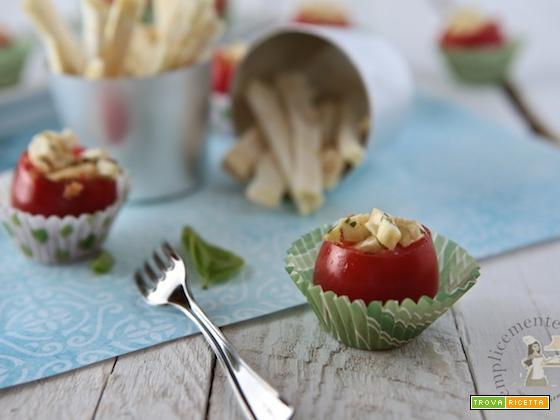 Finger food: pomodorini, sedano rapa e colatura di alici