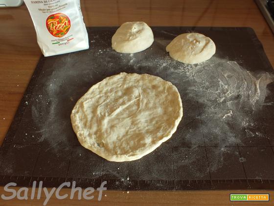 pizza in padella e imbottitura efficace