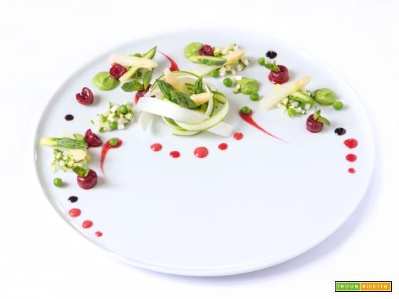Equinozio di Primavera | Nido di asparagi cotti e crudi con coulis di ciliegie su crema di piselli e riduzione balsamica