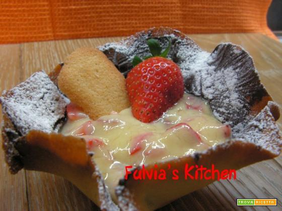 Cestini di biscotto con crema pasticcera e fragole