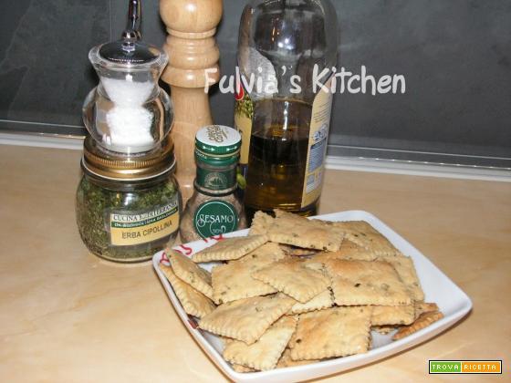 Crackers con erba cipollina e sesamo