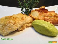 Filetto di merluzzo croccante con chips di patate al timo e guacamole
