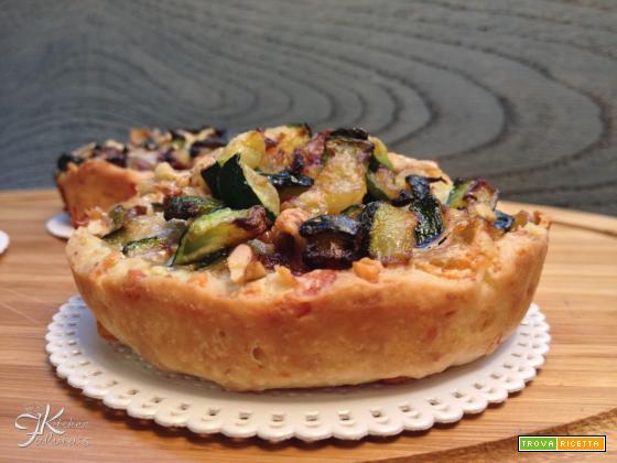 Mini quiche di frolla salata con zucchine, gorgonzola e noci