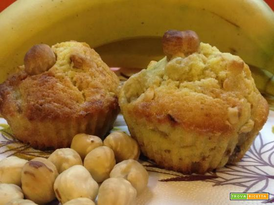 Muffin con banane e nocciole