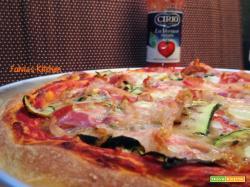 Pizza con pancetta, zucchine grigliate, scamorza affumicata e Passata LaVerace Cirio a lievitazione mista