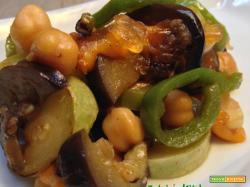 Ricetta vegan e light: spadellata di ceci e verdure con mango e chutney di cipolle