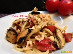 Spaghetti con vongole, cozze e nocciole