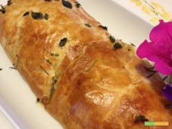 Strudel con pancetta, scamorza affumicata, zucchine e cipolle rosse di Tropea