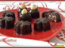 Cioccolatini ripieni alle nocciole senza lattosio fatti in casa