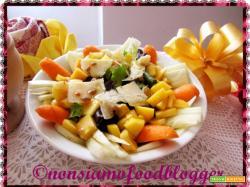 Insalata freschissima di pesche, finocchi, pistacchi e grana