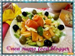 Insalata di farro con rucola, melone e salmone affumicato